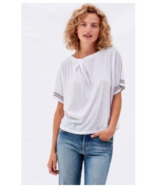TWIST NECK TEE WITH EMBROIDERY