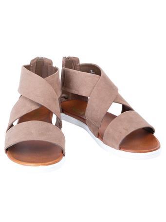 Deana N Shoe
